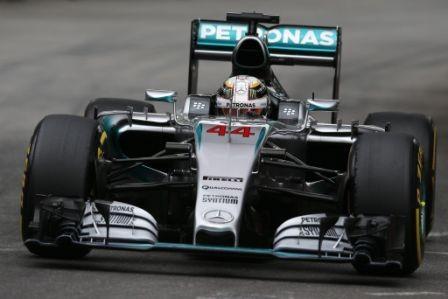 Hamilton-arranca-en-el-primer-puesto