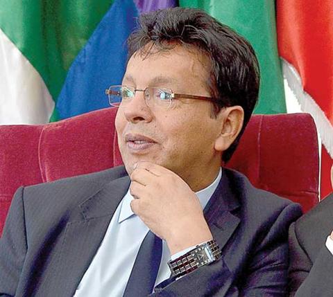 Ramiro-Paredes,-segundo-vocal-en-renunciar-al-TSE