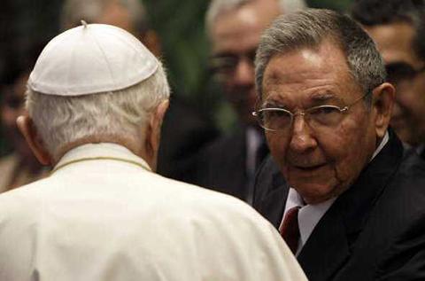 Francisco-recibira-a-Raul-Castro-el-domingo-