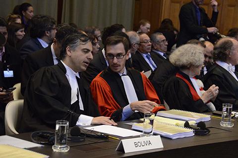 -Cinco-abogados-defendieron-la-posicion-boliviana-ante-la-CIJ