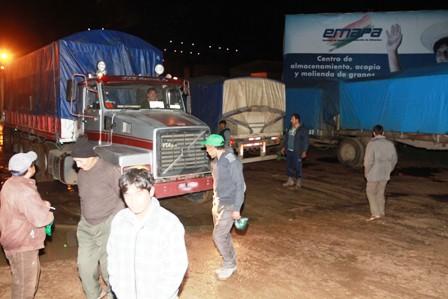 Camiones-no-pueden-meter-granos-a-los-silos-de-Emapa