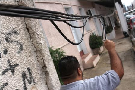 Cables-a-baja-altura-preocupan-a-los-vecinos