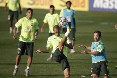 Brasil,-sin-Neymar,-juega-su-pase-ante-Venezuela