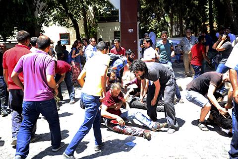 Al-menos-27-muertos-y-100-heridos-en-atentado-en-Turquia