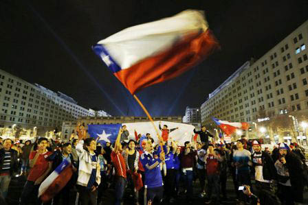 Miles-de-hinchas-celebran-en-las-calles-de-Santiago