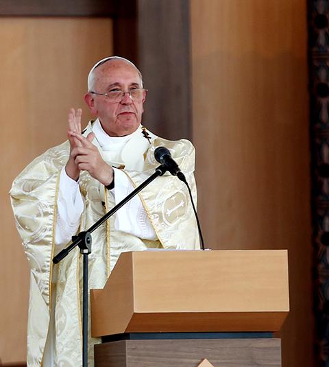 Papa-Francisco-con-un-mensaje-dedicado-a-la-familia