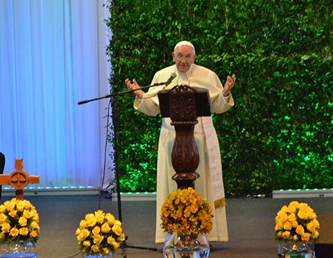 Francisco-pide-a-sacerdotes-escuchar-mas-al-pueblo-ser-pastores-y-no-capataces