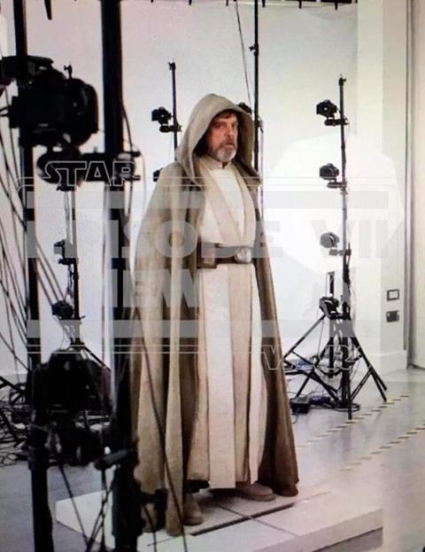 Filtran-la-primera-imagen-de-Luke-Skywalker-en--Star-Wars:-El-despertar-de-la-fuerza--
