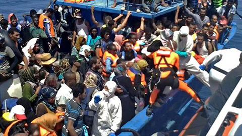 Hallan-55-cadaveres-de-migrantes-en-barcos-en-el-Mediterraneo-