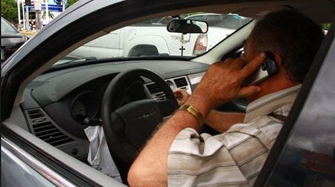 Multaran-con-Bs-100-a-quienes-conduzcan-hablando-por-celular