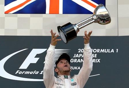 Hamilton-triunfa-y-va-con-rumbo-a-su-tercer-mundial