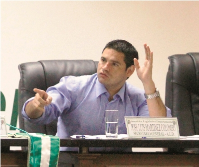 Munoz-acusa-a-Martinez-de-percibir-dos-sueldos-publicos-