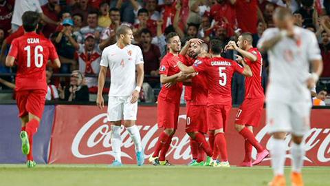 Turquia-derrota-a-Holanda-y-complica-su-pase-a-la-Eurocopa
