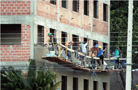 Analizan-dar-seguro-social-a-obreros-de-la-construccion