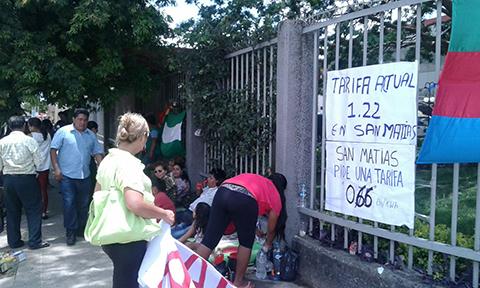 Pobladores-de-San-Matias-instalan-vigilia-frente-a-oficinas-de-Guaracachi-