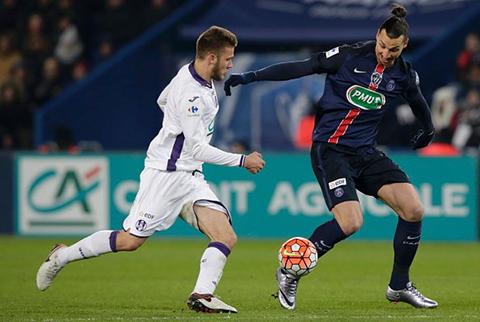 Un-penal-de-Ibrahimovic-a-dos-minutos-del-final-permite-al-PSG-pasar-a-octavos-