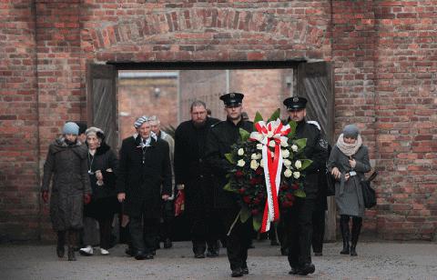 Sobrevivientes-conmemoran-aniversario-de-liberacion-de-Auschwitz