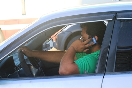 Proliferan-multas-por-uso-del-celular-al-conducir