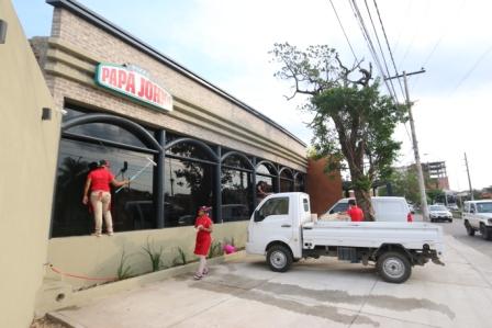 Papa-John-s-abre-su-tercer-restaurante-en-Santa-Cruz
