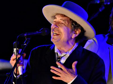 Tras-varios-intentos,-la-Academia-Sueca-desiste-de-contactar-a-Bob-Dylan