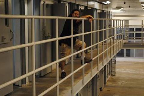 Servicio-turistico-ofrece-vivir-como-un-preso