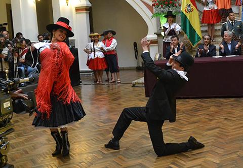Celebra-el-Dia-Nacional-de-la-Cueca-en-capitales-de-departamentos