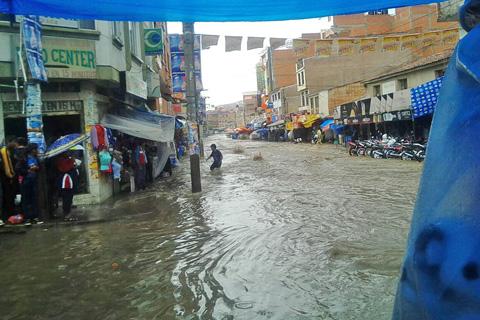 Torrencial-lluvia-causa-estragos-en-la-ciudad-de-Sucre-