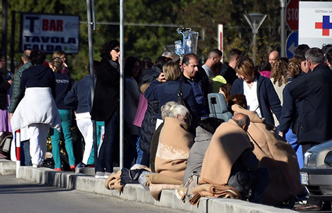 Miles-de-personas-sin-techo-en-Italia-tras-el-violento-sismo-del-domingo