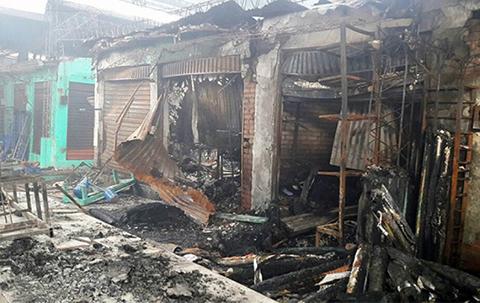 Un-incendio-arrasa-con-el-80%-del-mercado-campesino-de-Yacuiba