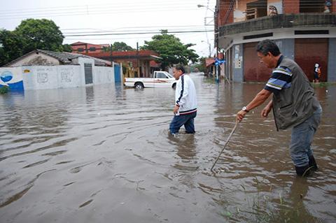 Lluvias-en-Montero-inundan-calles-y-causan-alerta-