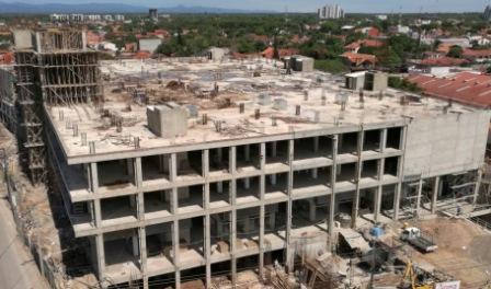 Construccion-de-centros-comerciales-no-se-frenan