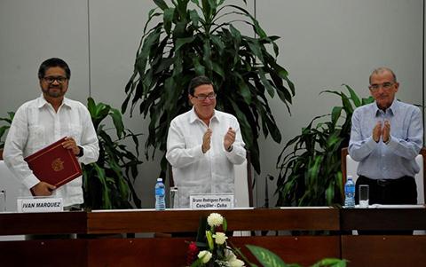 FARC-y-gobierno-colombiano-logran-nuevo-acuerdo-de-paz-tras-reves-en-plebiscito