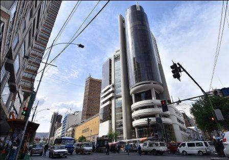 Gastan-mas-de-mil-millones-de-bolivianos-para-construir-edificios