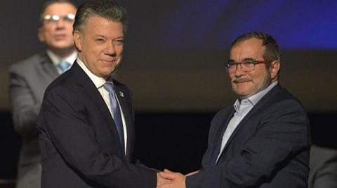Gobierno-de-Colombia-y-las-FARC-firman-nuevo-acuerdo-de-paz