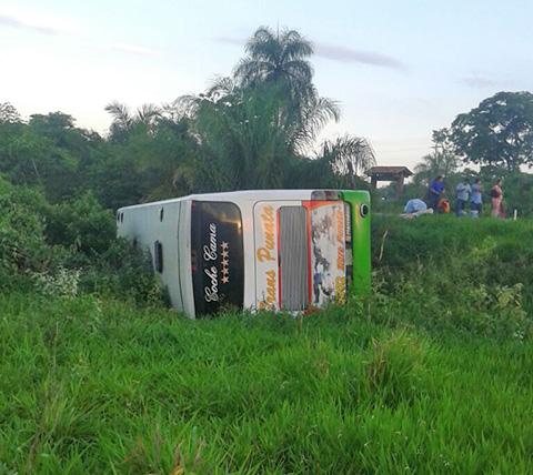 Accidente-de-bus-en-la-ruta-Trinidad---Santa-Cruz-deja-nueve-heridos-