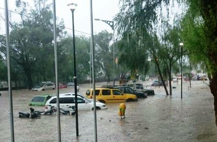 Torrencial-lluvia-en-Tarija-causa-alarma