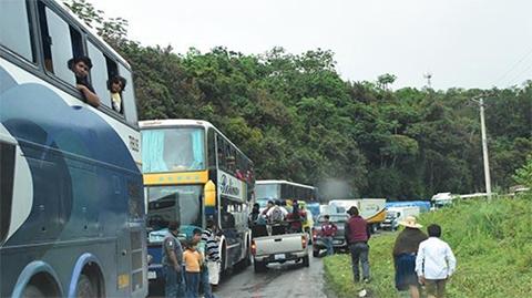 Carretera-Cochabamba-Santa-Cruz-otra-vez-presenta-un-hundimiento