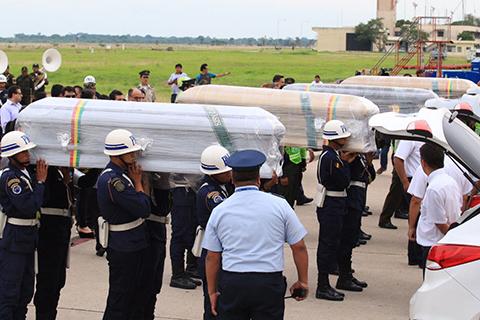 Avion-con-restos-de-la-tripulacion-boliviana-de-LaMia-llega-a-Viru-Viru