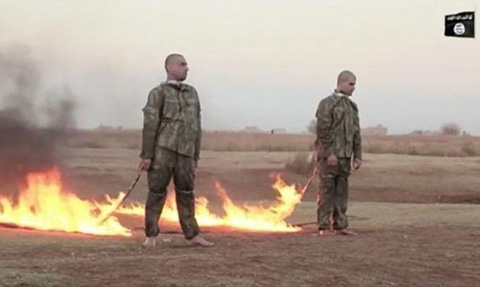 El-EI-difunde-un-video-que-muestra-a-dos-presuntos-soldados-turcos-quemados-vivos