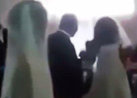 Llega-a-la-boda-de-su-amante-vestida-de-novia