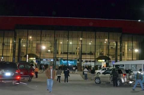 Gobernacion-de-Chuquisaca-anuncia-accion-penal-contra-la-constructora-del-aeropuerto-Alcantari