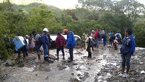Derrumbe-en-el-Locotal-cierra-la-carretera-Cochabamba-Santa-Cruz