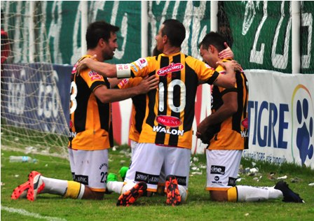 En-final-con-polemica,-The-Strongest-gana-a-Petrolero