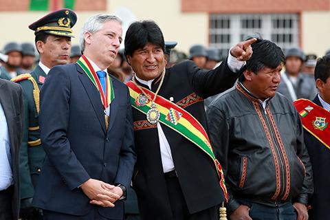 Impiden-que-seguidores-del--NO--ingresen-al-desfile-en-Oruro
