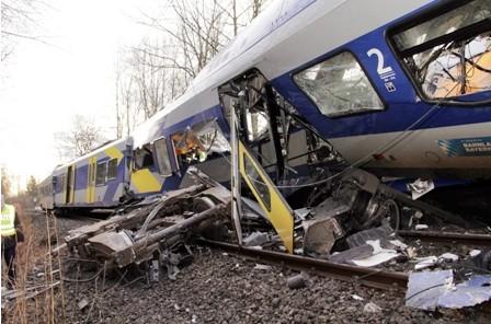 Choque-de-trenes-causa-9-muertes