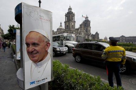 El-Papa-visita-un-pais-azotado-por-la-violencia