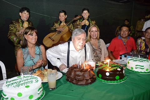El-Alcalde-Percy-Fernandez-celebra-su-77-aniversario-