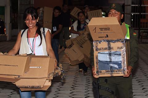 A-las-20h15-se-inicia-el-computo-oficial-de-votos-en-Santa-Cruz