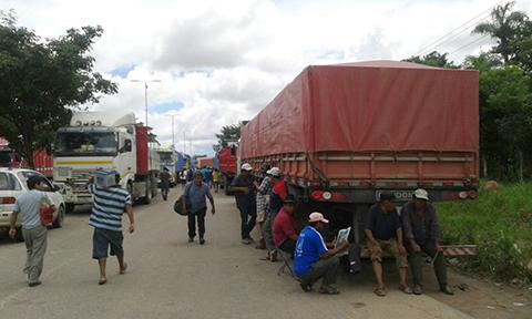 El-transporte-pesado-exige-compromiso-de-Evo-para-levantar-bloqueos