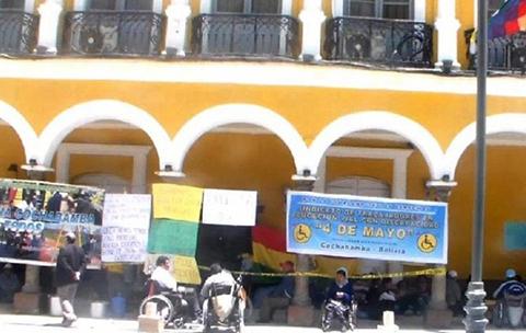 Personas-con-discapacidad-de-Cochabamba-se-movilizan-por-un-bono